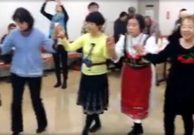 """INTERNET HIT: Pogledajte kako Japanci igraju kolo uz srpsku pesmu """"Ajde Jano"""" – VIDEO"""