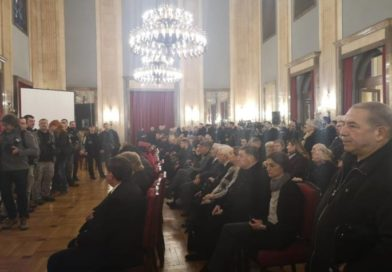 Muk: Na komemoraciji Šabanu Šauliću puštena jedna pesma, nakon koje su svi briznuli u plač